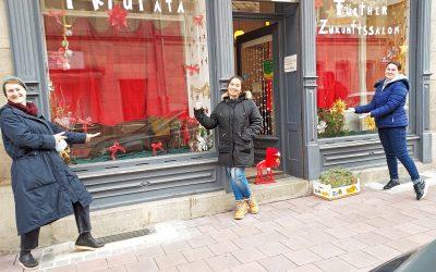 """24 Schaufenster und eine Grund-Deko – die Frauenwerkstatt gestaltet das """"Tatütata"""""""